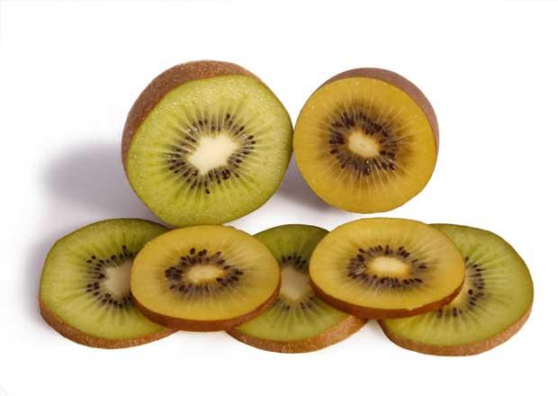 Kiwis verdes y amarillos