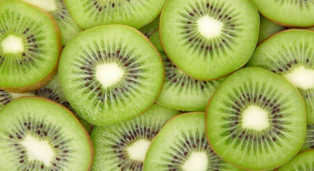Rodajas de kiwi con piel